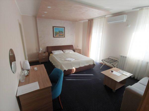 Tank smeštaj - Soba 2 - pogled ka krevetu