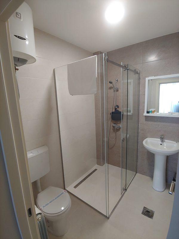 Tank smeštaj - Soba 3 - kupatilo i toalet