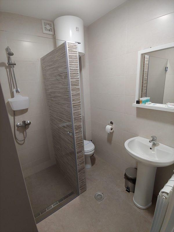 Tank smeštaj - Soba 4 - kupatilo i toalet